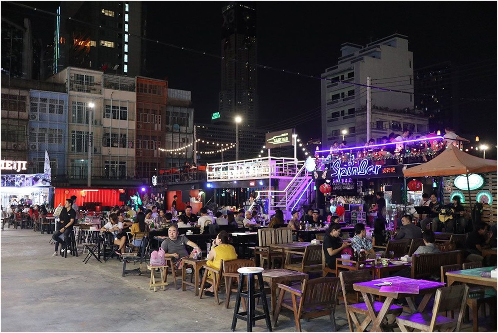 relaxing in Night Market