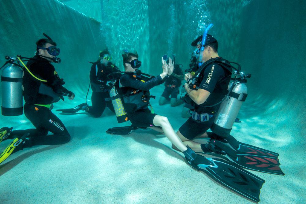 潛水教練 語言